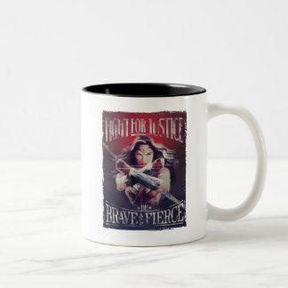 Caneca De Café Em Dois Tons Luta da mulher maravilha para justiça