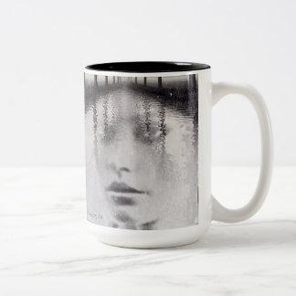 Caneca De Café Em Dois Tons Mag do retrato da fusão da natureza