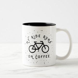 Caneca De Café Em Dois Tons Meus funcionamentos do passeio no café - ciclista