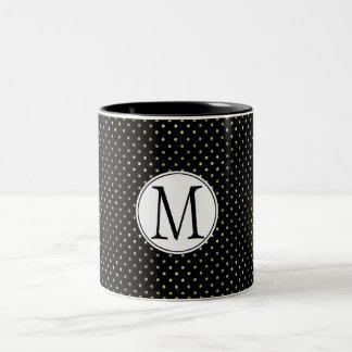 Caneca De Café Em Dois Tons Monograma preto dos pontos do ouro