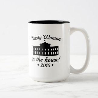 Caneca De Café Em Dois Tons Mulher desagradável