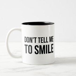Caneca De Café Em Dois Tons Não me diga para sorrir
