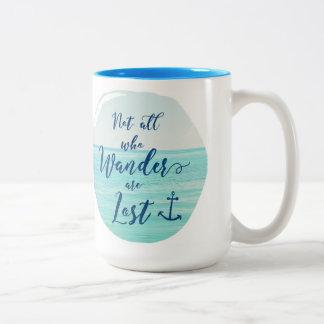 Caneca De Café Em Dois Tons Não tudo que Wander é oceano do ~/náutico perdidos