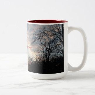 Caneca De Café Em Dois Tons Nascer do sol do feliz ano novo