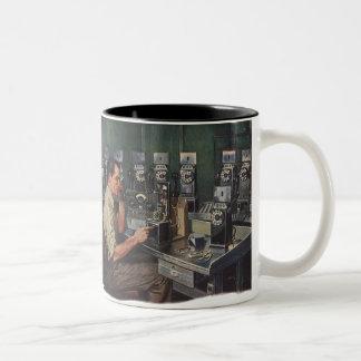 Caneca De Café Em Dois Tons Negócio do vintage, reparador do telefone do
