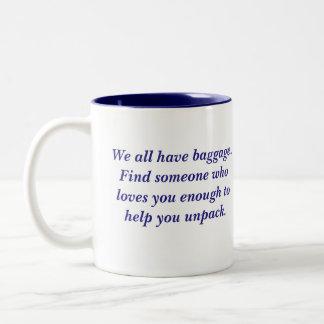 Caneca De Café Em Dois Tons Nós todos temos citações da bagagem