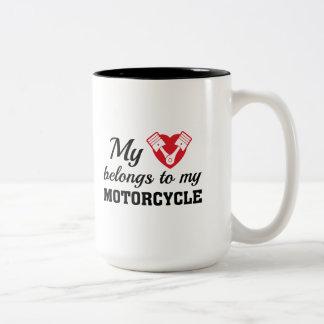 Caneca De Café Em Dois Tons O coração pertence motocicleta