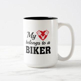 Caneca De Café Em Dois Tons O coração pertence motociclista