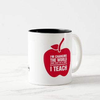 Caneca De Café Em Dois Tons O presente conhecido de ensino do presente das