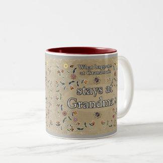 Caneca De Café Em Dois Tons O que acontece na avó - copo de café