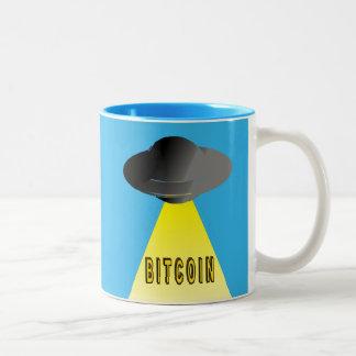 Caneca De Café Em Dois Tons Os aliens querem Bitcoin demasiado