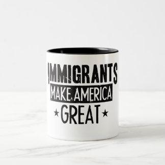 Caneca De Café Em Dois Tons Os imigrantes fazem o excelente de América