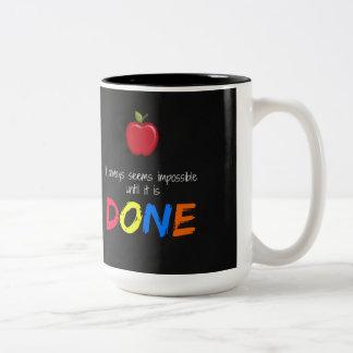 Caneca De Café Em Dois Tons Parece impossível até que esteja feito