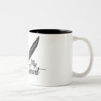 Caneca De Café Em Dois Tons Pena verdadeira do amor da ilustração