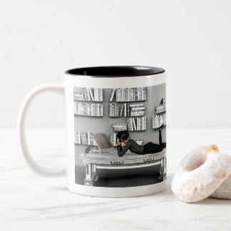 Caneca De Café Em Dois Tons Pequeno rato de bibliothèque (leitor ávido)