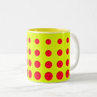 Caneca De Café Em Dois Tons Ponto amarelo & vermelho do abstrato do vetor