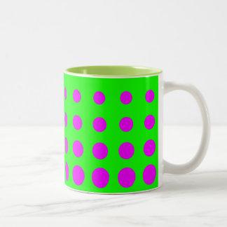 Caneca De Café Em Dois Tons Ponto roxo & verde do abstrato do vetor