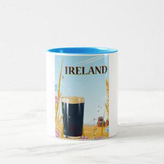 Caneca De Café Em Dois Tons Poster de viagens da paisagem da pinta de Ireland