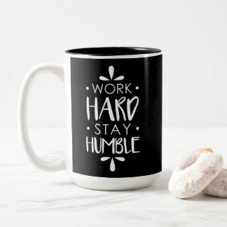 Caneca De Café Em Dois Tons Presente do colega de trabalho, café, gota humilde