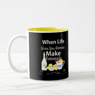 Caneca De Café Em Dois Tons Quando a vida o dá os limões fazem a limonada