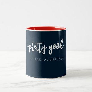 Caneca De Café Em Dois Tons Relativamente bom em decisões más. Presentes