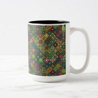 Caneca De Café Em Dois Tons Retalhos do vintage com elementos florais da