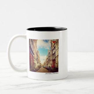 Caneca De Café Em Dois Tons Rua de Amsterdão - Amsterdão, Países Baixos -