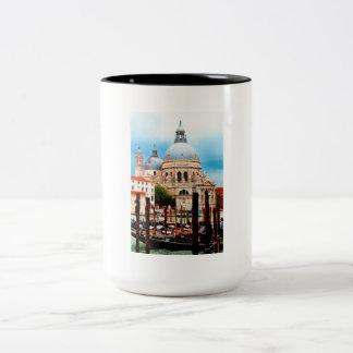 Caneca De Café Em Dois Tons Saudação do della de Santa Maria