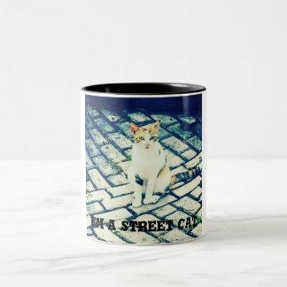 Caneca De Café Em Dois Tons Seja sempre… um gato legal com seu café ou chá!