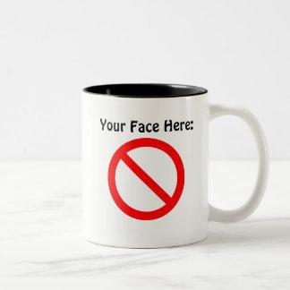 Caneca De Café Em Dois Tons Sua cara aqui agride
