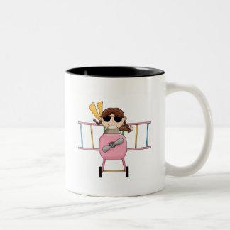 Caneca De Café Em Dois Tons T-shirt e presentes piloto da menina