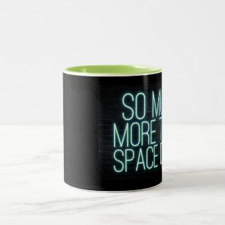 Caneca De Café Em Dois Tons Tanto mais do que a poeira do espaço