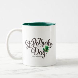 Caneca De Café Em Dois Tons Tipografia do dia de St Patrick. Chapéu do