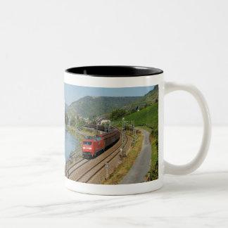 Caneca De Café Em Dois Tons Trem de carga em Lorch à reno