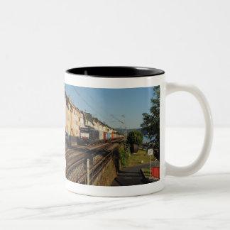 Caneca De Café Em Dois Tons Trem de carga em Lorchhausen à reno