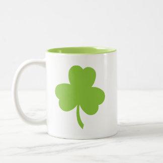 Caneca De Café Em Dois Tons Trevo verde afortunado do dia de St Patrick