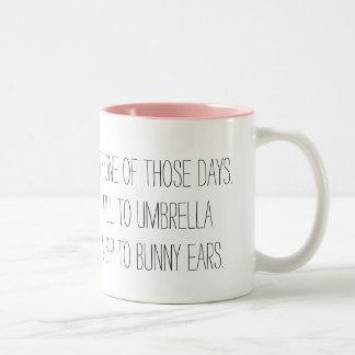 Caneca De Café Em Dois Tons Um daqueles dias - sorvo às orelhas do coelho