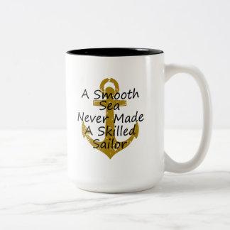 Caneca De Café Em Dois Tons Um mar liso nunca fez marinheiro especializado
