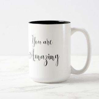 Caneca De Café Em Dois Tons Você é mensagem surpreendente, inspirando