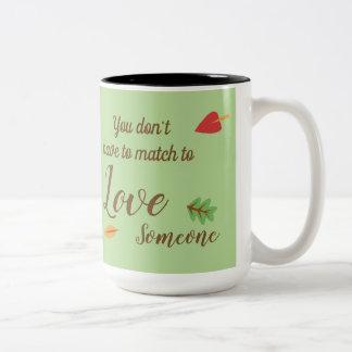 Caneca De Café Em Dois Tons Você não tem que combinar para amar alguém -