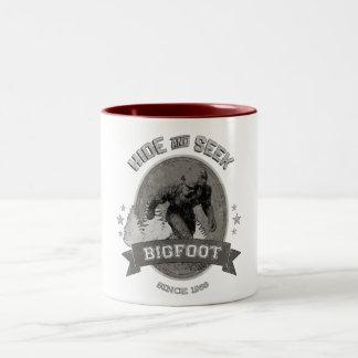 Caneca De Café Em Dois Tons Yeti de Bigfoot. Sasquatch. Retro, Vintage.