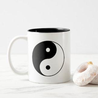 Caneca De Café Em Dois Tons Yin preto e branco clássico e Yang