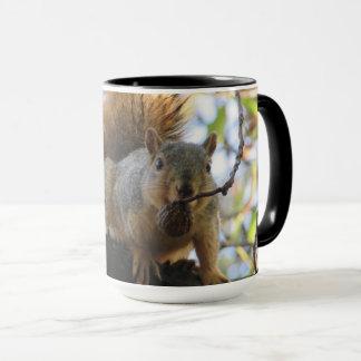 Caneca de café engraçada bonito do esquilo