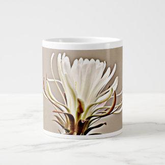 Caneca de café enorme da flor do cacto