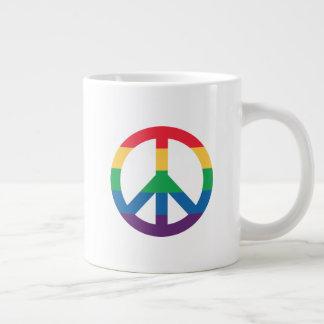 Caneca de café enorme do sinal de paz do orgulho