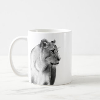 Caneca De Café Esboço do carvão vegetal de Digitas de uma leoa