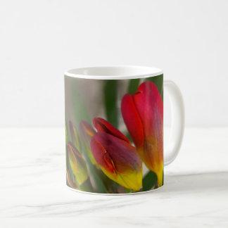 Caneca De Café escuro - freesia vermelho