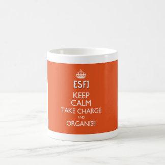"""Caneca De Café ESFJ """"mantêm a calma, tomam a carga e organizam"""" a"""