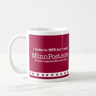 Caneca De Café Eu escuto MPR®, mas eu leio o CAFÉ M de