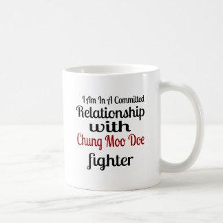 Caneca De Café Eu estou em uma relação cometida com Chung que o